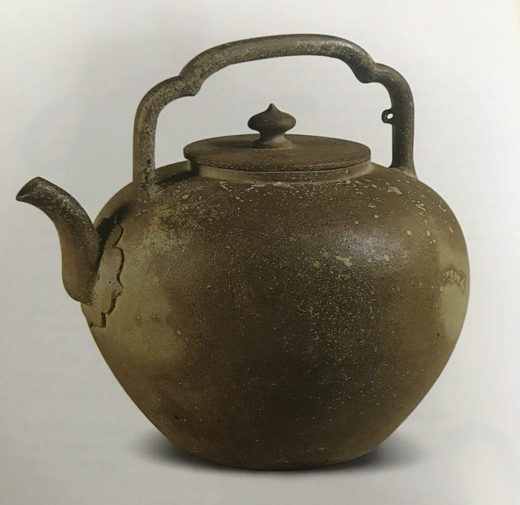 中国紫砂茗壶珍赏第1期——海棠形提梁大壶