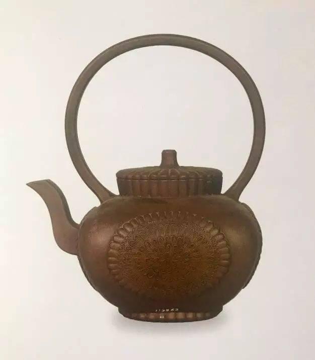 中国紫砂茗壶珍赏第96期——堆雕菊花提梁壶